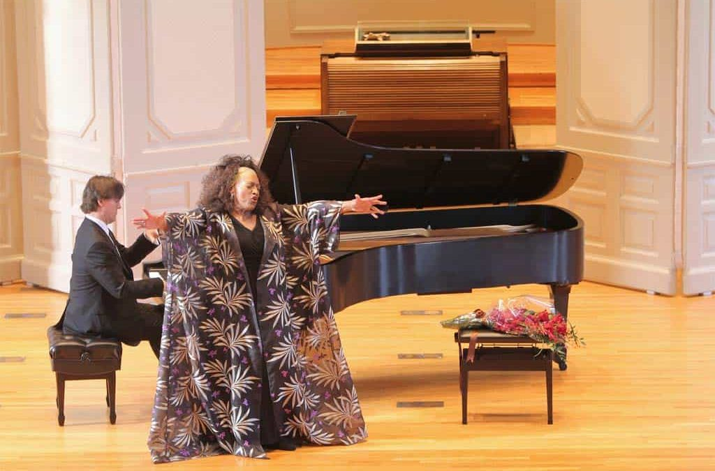Vail Series performer Jessye Norman overcomes power outage, amazes crowd