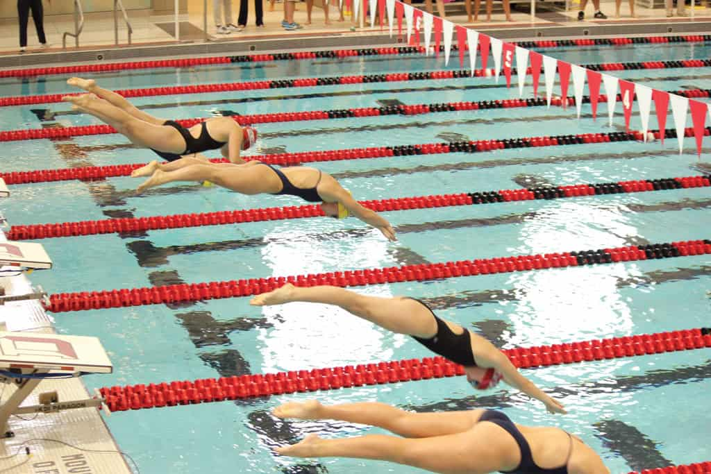 Swimming & Diving plunge into season