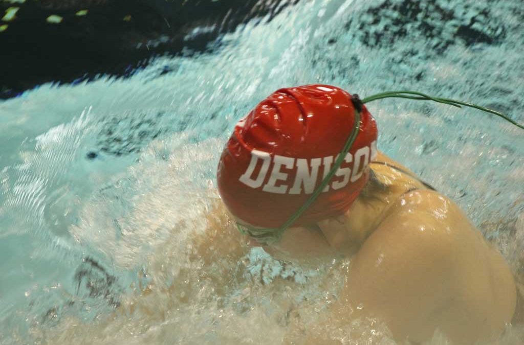 Men's and women's swimming best rival Kenyon in dual meet