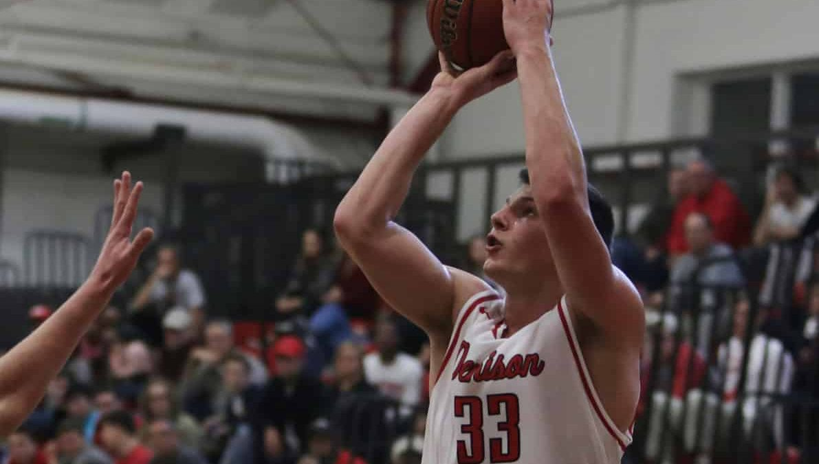 Big Red men's basketball split first two conference games