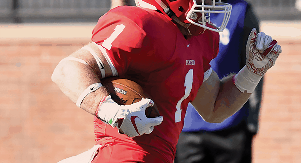Football rolls over Oberlin 49-0 in NCAC matchup, improves to 4-1