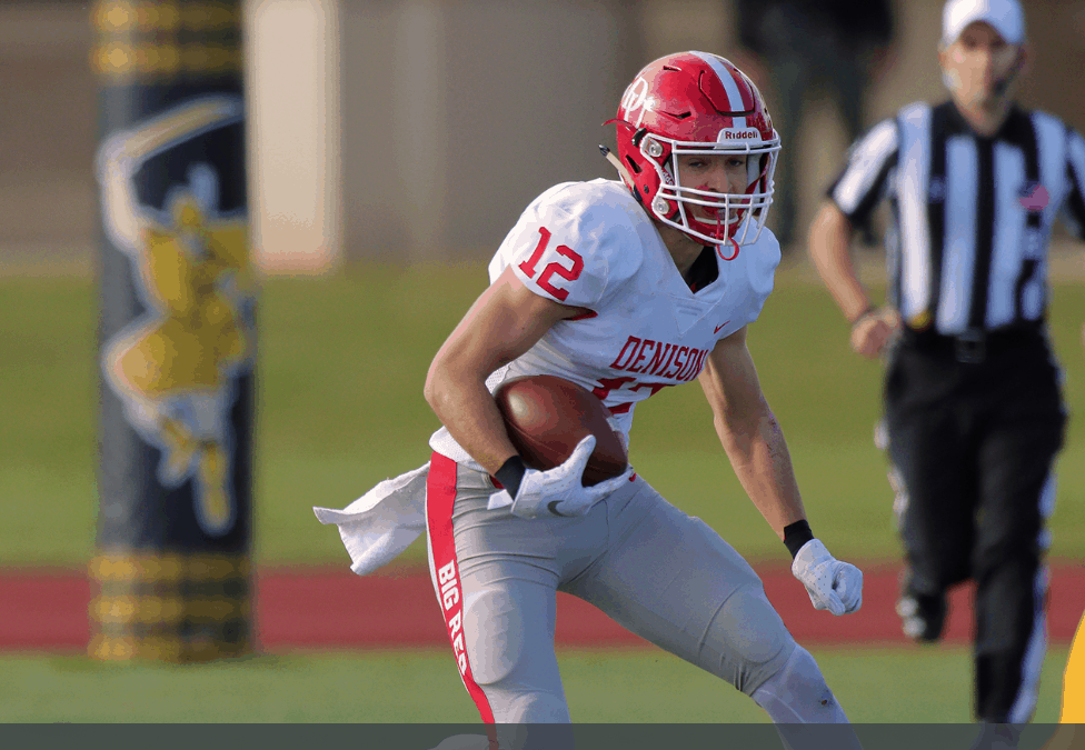 Football tops DePauw in dominant fashion, stays in playoff hunt